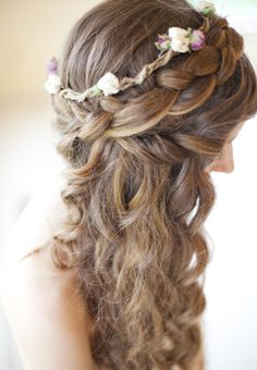How curly-haired brides can get updos, half-up wedding hairstyles, and more | Brides.com