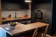 Black kitchen design with wood details and island configuration. #kitchen #modernkitchen #kitchendesign #kitchenfurniture #kitchenideas #KUXAstudio #KUXA #KUXAkitchen #bucatariemoderna #bucatarieinsula #blackkitchen #woodaccents #blackandwoodkitchen #minimalistkitchen #mattekitchen #islandconfiguration Smart Furniture, Black Kitchens, Black Wood, Kitchen Design, Island, Conference Room, Table, Studio, Home Decor