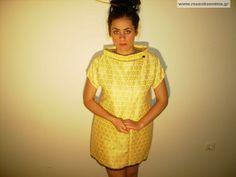 Φόρεμα κίτρινο με δαντέλα μαύρη Internet