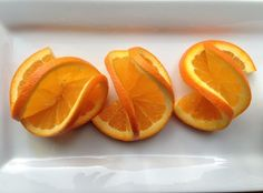 How To Make A Double Orange Twist Garnish: A perfect garnish is the finishing touch your cocktails need. This orange twist is easy, yet stunning. Try making this garnish once you have sharpend your knife. It's not often I do fancy garnishes, but every onc Fruits Decoration, Fruit Garnish, Fruit Juice, Fingerfood Party, Orange Twist, Orange Orange, Blood Orange, Cocktail Garnish, Fruit And Vegetable Carving