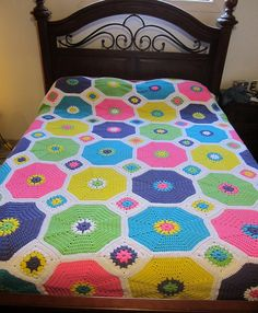 Ravelry: MsLeeLoo's Queen Sized Hexagon Granny Afghan