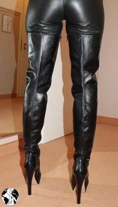 Now that's what I call crotch length, full-leg thigh boots! High Leather Boots, High Heel Boots, Heeled Boots, High Heel Stiefel, Sexy Stiefel, Crotch Boots, Leder Outfits, Long Boots, Sexy Boots