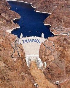 He clasificado este anuncio aquí porque las compresas Tampax son tan potentes que hasta pueden retener todo el agua de un embalse lleno.