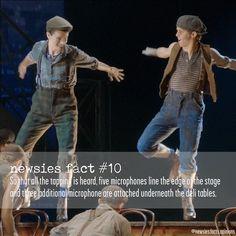 I was wondering how the crowd would hear it 😂 Newsies Broadway Cast, Broadway Theatre, Broadway Shows, Theatre Nerds, Music Theater, Newsies Costume, Broken Leg, Dear Evan Hansen, Actors