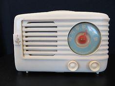 Vintage Antiguo 1940s Blanco Antiguo Emerson Radio De Baquelita Funcionando de mediados de siglo