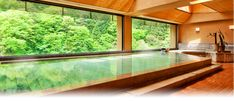 Keiunkan Hot Springs - Hotel with a 1300 year history, run by the same family for over 50 generations.