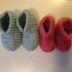 De virkelig varme sutsko - til børn og babyer Knitting For Charity, Knitting For Kids, Baby Knitting Patterns, Free Knitting, Knitting Projects, Sewing Projects, Felt Booties, Crochet Baby, Knit Crochet