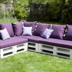 Image from http://patiodecorplus.com/wp-content/uploads/2015/03/Wooden-Bench-With-Patio-Cushions-At-Lawn-Garden-351x351.jpg.
