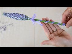 Lavender can be used for many different things. Learn how to dry lavender in just a few simple steps for many different uses. Lavender Wands, Creation Deco, Air Freshener, Craft Fairs, Dried Flowers, Diy And Crafts, Easy Diy, Projects To Try, Crafty