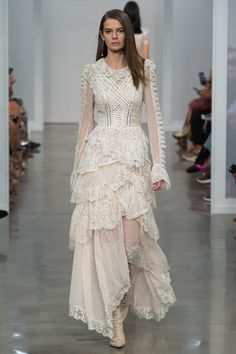 Zimmermann Spring 2017 Ready-to-Wear Fashion Show : the perfect wedding dress for a boho chic bride