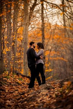 Stunning Fall Engagement Session - Belle The Magazine Fall Engagement Shoots, Engagement Photo Poses, Engagement Photo Inspiration, Engagement Pictures, Country Engagement, Fall Engagement Photography, Autumn Engagement Photos, Fall Engagement Outfits, Winter Engagement