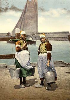 Girls Eiland Marken, Holland, circa 1890  P.Z. (45.L174GL)
