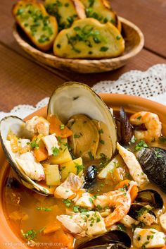 Cretan fish soup (kakavia) #Pervola #Cretan #Cuisine Seafood Boil Recipes, Fried Fish Recipes, Chowder Recipes, Sea Food Salad Recipes, Wine Recipes, Eat Greek, Greek Sea, Middle Eastern Dishes, Fish Soup