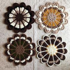 Diy Crochet Pillow, Crochet Motif, Crochet Stitches, Cushions, Pillows, Pot Holders, Coasters, Crochet Earrings, Knitting