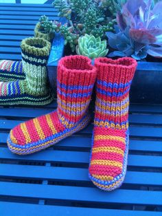 Nola's Knitted Slippers - free pattern on Ravelry --- check out project tab for many more views of what people have done with this pattern!