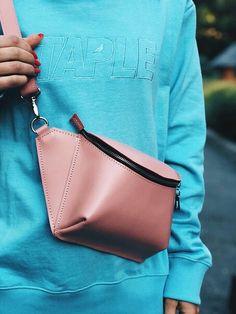 Trendy Ideas Diy Bag Leather Handmade Source by bags Diy Bags Purses, Purses And Handbags, Ceinture Louis Vuitton, Leather Bags Handmade, Diy Leather Ideas, Handmade Bags, Hip Bag, Leather Accessories, Handbags On Sale