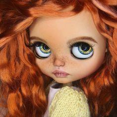Обычно называем заморскими именами, а на Блайзкон в Европу повезем коллекцию кукол с именами русскими и около) Вот для разминочки Анна Не продается