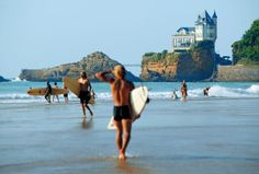 http://www.berrua.com/uploads/images/Gallery/biarritz/5Plage-Cote-des-Basques-et-surfeurs.jpg