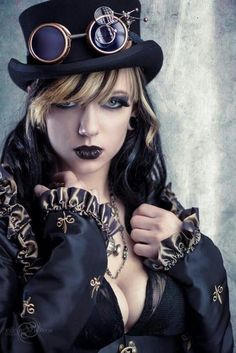 Safari Steampunk Anyone? Steampunk is a rapidly growing subculture of science fiction and fashion. Steampunk Couture, Mode Steampunk, Steampunk Cosplay, Gothic Steampunk, Steampunk Outfits, Skull Fashion, Gothic Fashion, Steampunk Fashion Women, Cyberpunk