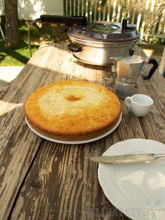 Príjemne vlhký koláč z remosky Cornbread, Sweet Recipes, Camembert Cheese, Oven, Cooking, Cake, Ethnic Recipes, Coffee, Mini