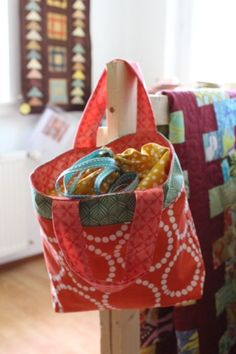 Free tutorial for nice tote.