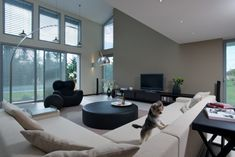10 tipů, jak vytvořit perfektní obývací pokoj | Insidecor - Design jako životní styl Condo, Conference Room, Table, Furniture, Home Decor, Design, Decoration Home, Room Decor