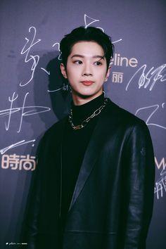 Lai Kuanlin at Cosmo Glam Night 2019 red carpet Boy Idols, Cute Korean Boys, Guan Lin, Lai Guanlin, I Want Him, Crazy Kids, Korean Name, Yang Yang, Kpop
