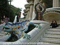 La Fuente Dragón de Gaudi esta a la entrada del Parque Guell.
