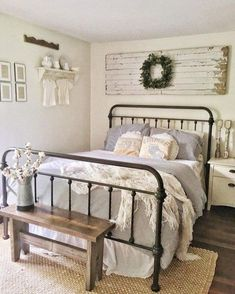 So, do you want to try the rustic bedroom idea and don't have any idea about it? Well, worry not. We have 20 rustic bedroom ideas for you. Check it out. 12 Awesome Farm Bedroom decor designs for your lifestyle Shabby Chic Kitchen Decor, Farmhouse Bedroom Decor, Cozy Bedroom, Home Decor Bedroom, Bedroom Ideas, Bedroom Designs, Modern Bedroom, Rustic Decor, Country Bedroom Design