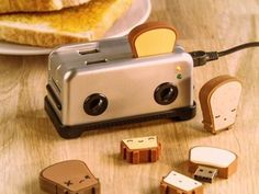 4 port USB hub that looks like a tiny little toaster. Of course, it has USB drives that look like bread. A) Adorable B) So much easier to use than trying to plug USB sticks into the stack under my desk Mini Things, Cool Things To Buy, Awesome Things, Awesome Gifts, Objet Wtf, Cute Stationary, Cool Inventions, Usb Hub, Camping Accessories
