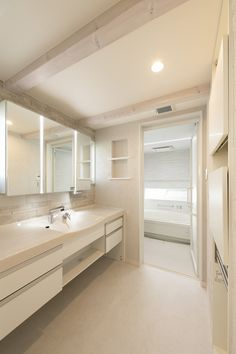 大人ラグジュアリーな家 Laundry Closet, Laundry In Bathroom, Washroom, Natural Interior, Powder Room, Ideal Home, Minimalism, Bathtub, House Design