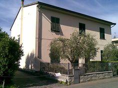 vendita empoli vendesi terratetto anni 60 160 mq con garage doppio posti auto e giardino a 290000 Euro