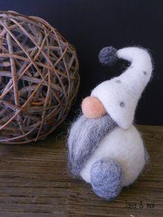 Gnome de Noël # Décoration de Noël en laine cardée # www.jana-et-moi.com