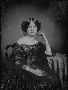 Unidentified woman, with jewelry woven into hair - Missouri History Museum / Born in Inspirational primary resources - Part 2 Period photographs Victorian Photos, Victorian Women, Antique Photos, Vintage Pictures, Vintage Photographs, Old Pictures, Vintage Images, Old Photos, Victorian Era