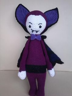 VLAD the vampire bat made by Claudia J. / crochet pattern by lalylala