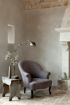 Interior Design Inspiration: Reading Nooks Let yourself be inspired by our lovely collection of reading nooks, perfect for curling up with a good book and escape into another world for a. Rustic Interiors, Living Room Chairs, Dining Room, Beautiful Interiors, Interiores Design, Interior Design Inspiration, Interior And Exterior, House Design, Decoration