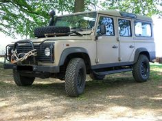 Land_Rover_Defender_110_%28maybe_former_UN_vehicle%29.JPG 1.600×1.200 piksel