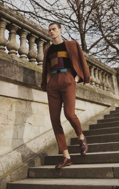 Color-blocked charme : Teintes camel /pull graphique/derbies