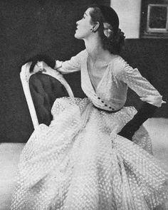 1951 Barbara Mullen is wearing a dress by Omar Kiam for Ben Reig