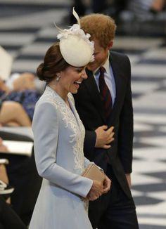 Prince Harry, right, and the Duchess of Cambridge arrive for a National Service of Thanksgiving to mark the birthday of Queen Elizabeth II at St Paul's Cathedral in London, Friday, June (AP Photo/Matt Dunham) Prince Harry Kate Middleton, Prince Harry And Kate, Kate Middleton Dress, Kate Middleton Style, Princesa Kate, Elizabeth Ii, Prince William Et Kate, Prince Philip, Duchesse Kate