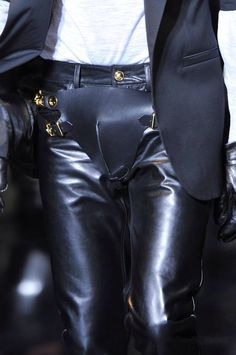 +++ Versace + Autumn / Fall / Winter 2014 + Men's Collection +++   #Versace #FallWinter2014 #DonatellaVersace #ItalianFashion #cowboy #horse #motorcycle #leather #western #Italian #fall2014 #winter2014 #fashionweek #milan #milano #mfw #invierno2014 #FallWinter2014 #sfilata #sfilate #collezioni #runway #moda #fashion #mode #ファッション #时尚 #유행 #موضة #Versace @Versace_official @ISAZAalejandro