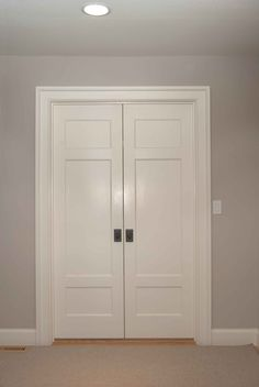 Love a double door into the bedroom, it feel so glamorous ...