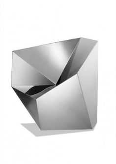 Altair Chair / Daniel Libeskind.. Have a look at the entire pinboard Stealth Design