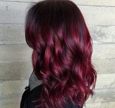 Apprêtez-vous à être flamboyante grâce à votre nouvelle coloration de cheveux rouge ! Choisir, colorer, entretenir sa couleur rouge, on vous dit tout par ici