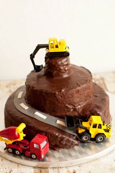 Birthday cake for boys who love cars by ClausaThings - Geburtstag - Kuchen Food Cakes, Cupcake Cakes, Cat Cakes, First Birthday Cakes, Birthday Boys, Digger Birthday Cake, Birthday Ideas, Birthday Parties, Cakes For Boys