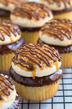 Samoa Cupcakes - moist vanilla cupcake, thick chocolate ganache, caramel buttercream frosting, toasted coconut and chocolate/caramel drizzle. These are unbelievably good! Just like Samoa girl scout cookies in cupcakes! Moist Vanilla Cupcakes, Coconut Cupcakes, Yummy Cupcakes, Beer Cupcakes, Pudding Cupcakes, Gourmet Cupcakes, Girl Cupcakes, Easter Cupcakes, Flower Cupcakes