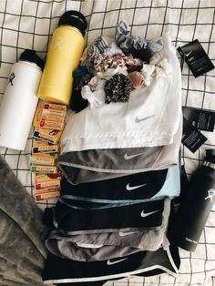 VSCO - summer essentials: nike running shorts, hydroflask water bottles, burt's bees lip balm, & scrunchies Foto Sport, Sport Sport, Teen Fashion, Fashion Outfits, Fasion, Mode Blog, Summer Aesthetic, Athletic Outfits, Athletic Clothes