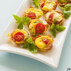 Mini taartjes met Parmaham, tomaat en feta - Culy.nl
