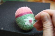 Needle Felting Easter Eggs – Fun & Easy Free Felting Tutorial ...