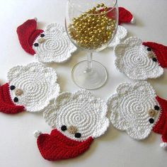 Father Christmas Crochet Coasters I want to make a set of my own. No pattern available Crochet Santa, Holiday Crochet, Crochet Home, Crochet Gifts, Christmas Knitting, Diy Crochet, Crochet Christmas Decorations, Christmas Crafts, Father Christmas